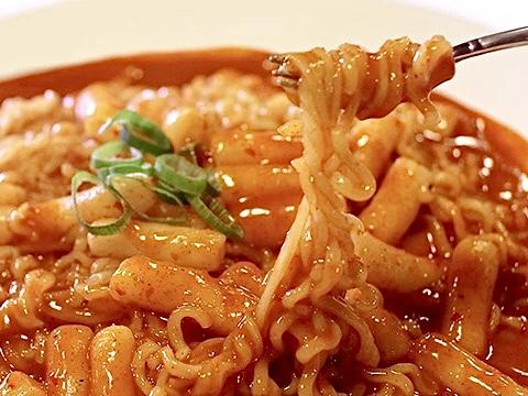 Spicy Rice Cake with Ramen & Dumplings